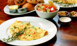 ארוחת בוקר במסעדת חוף ממן