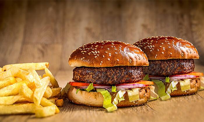 ארוחת המבורגר זוגית במסעדת הקציצה, נס ציונה