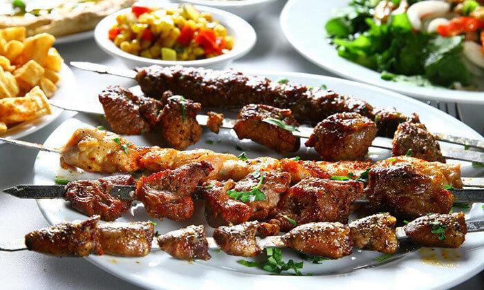 ארוחה במסעדת שיפודי התקווה בנמל תל אביב