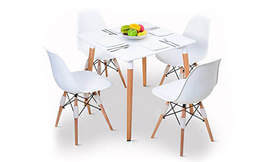פינת אוכל מעץ ו-4 כיסאות
