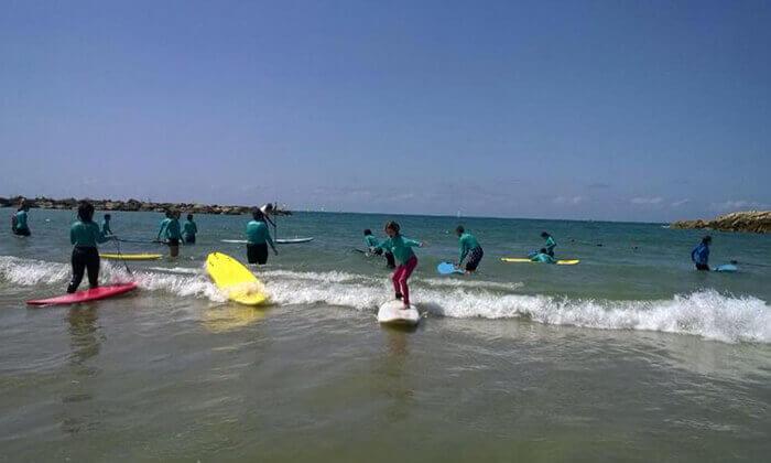 קייטנת גלישה ב'אקסטרים', בית ספר לגלישה בחוף גורדון