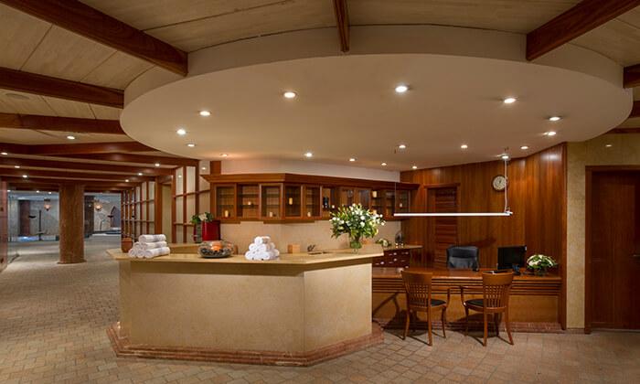 יום פינוק כולל עיסוי וארוחת בוקר בספא בזלת במלון חוף גיא, טבריה