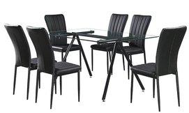 שולחן אוכל ו-6 כיסאות מרופדים
