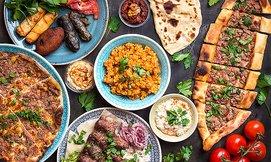 ארוחה יוונית במסעדת מקום בלב