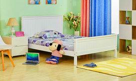 מיטת עץ מלא מעוצבת