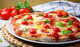 פיצה משפחתית בגודל L ותוספת