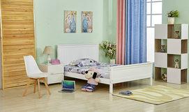 מיטה זוגית מעץ מלא מעוצבת