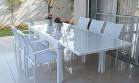 שולחן כולל כיסאות