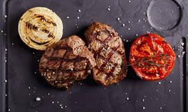 ארוחת בשרים במסעדת עד העצם
