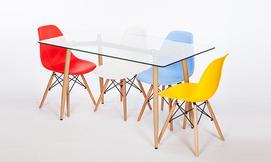פינות אוכל עם כיסאות בצבעים