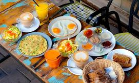 ארוחה זוגית בקפה בצלאל