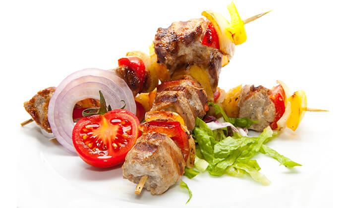 אוכל מוכן במסעדת טעים בכרם הכשרה למהדרין